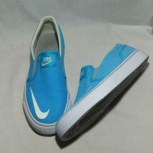 💖 Nike girls Sz6 Shoes Toki Slipon CVS 719744 400